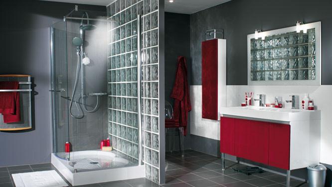 Salle de bain douche à l\'italienne en carreau de verre ...
