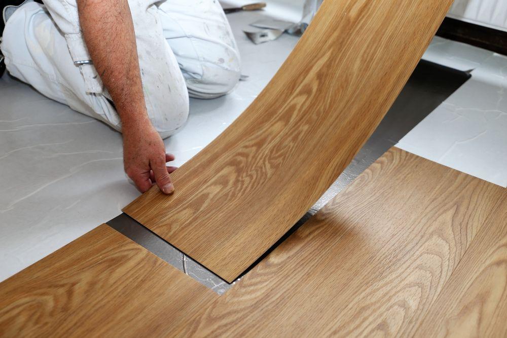 NF DTU 53.2 : les règles en vigueur pour la pose de revêtement de sol PVC collé