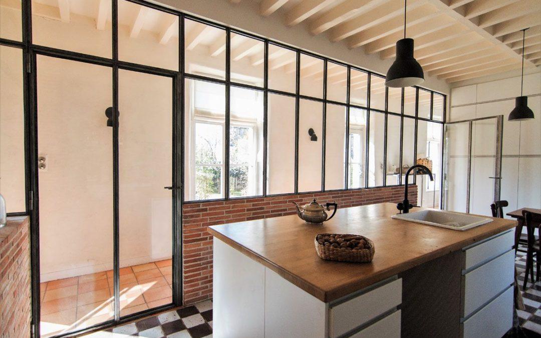Verrière intérieure acier : un atout design pour une impression d'espace