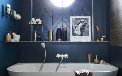 La baignoire semi-îlot, une solution pratique et esthétique pour équiper la salle de bain