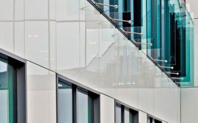 Verre émaillé : un vitrage décoratif pour les façades
