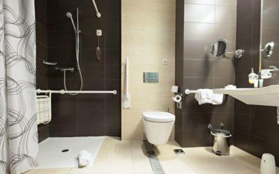 Salle de bain PMR : les normes à respecter et les conséquences pratiques