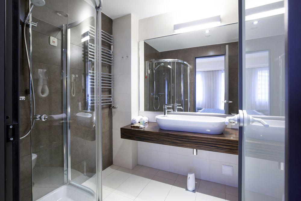 salle-de-bain-design-blanche