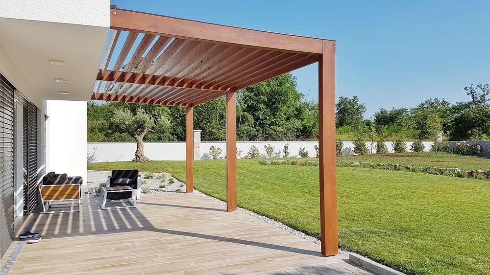 Pergola bioclimatique en bois : l'esthétisme pour les espaces extérieurs