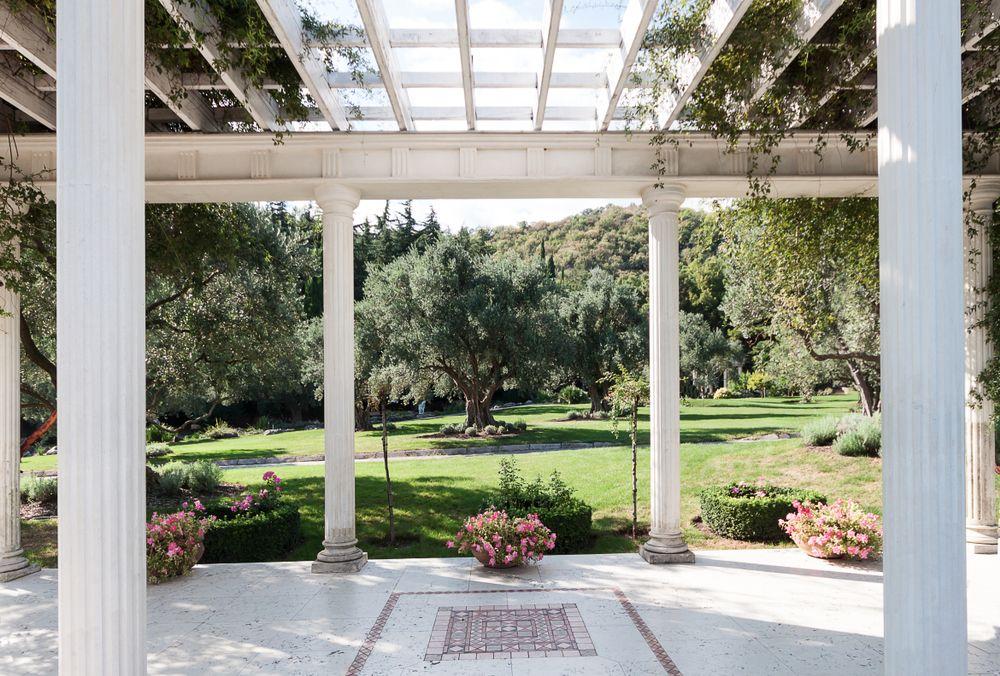 pergola-bioclimatique-autoportee-jardin