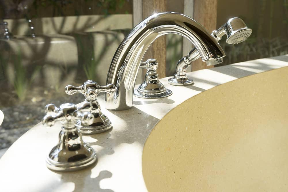 robinetterie-design-baignoire