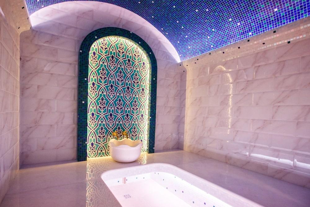 Les indispensables de la salle de bains orientale