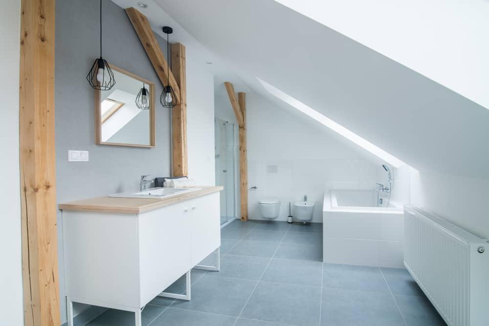 salle-de-bain-sous-comble-contemporaine