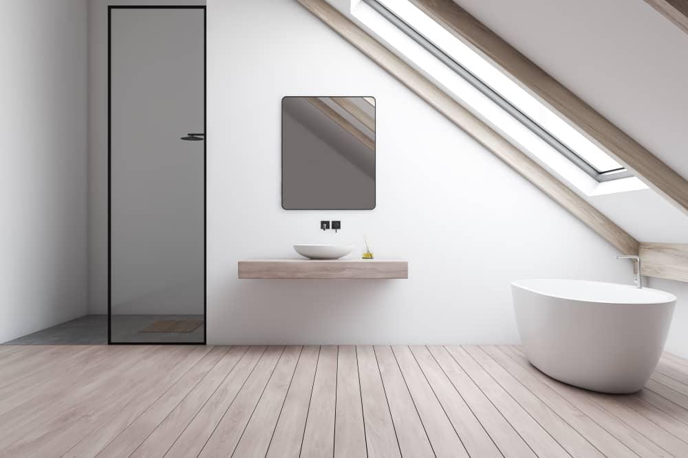 Comment aménager une salle de bains sous comble ?