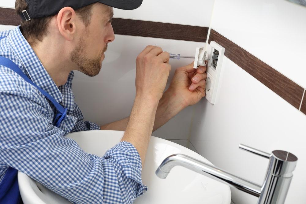 L'électricité dans la salle de bains : les règles à connaître