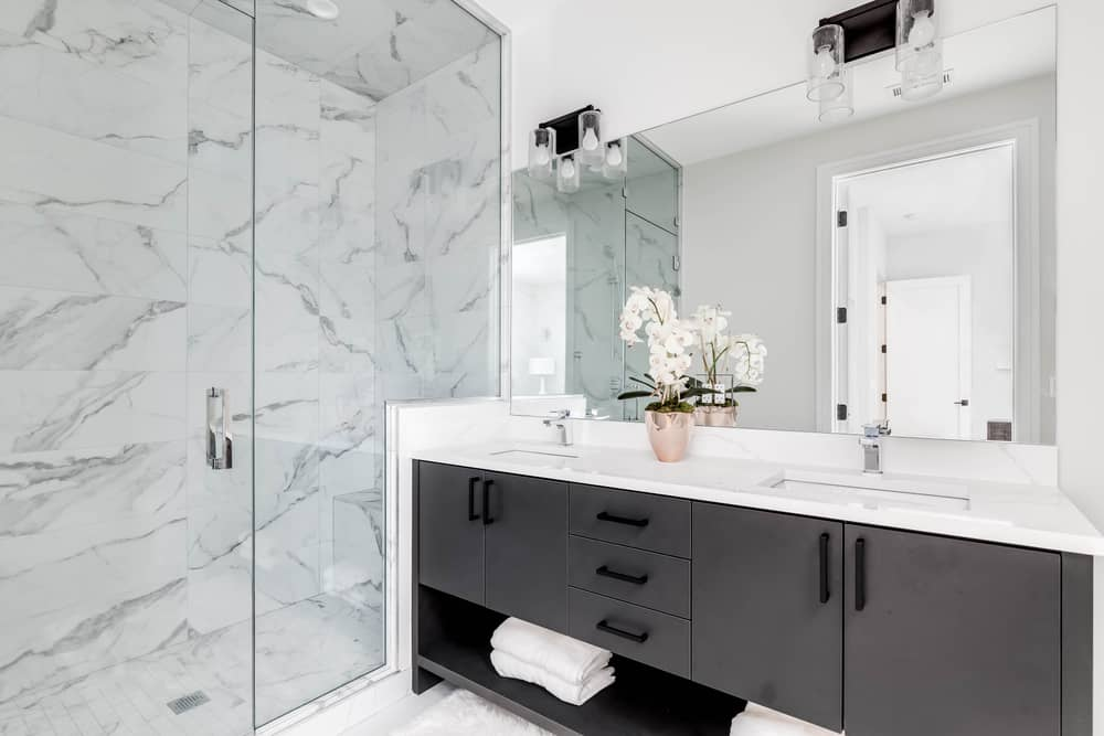 salle-de-bain-marbre-mur