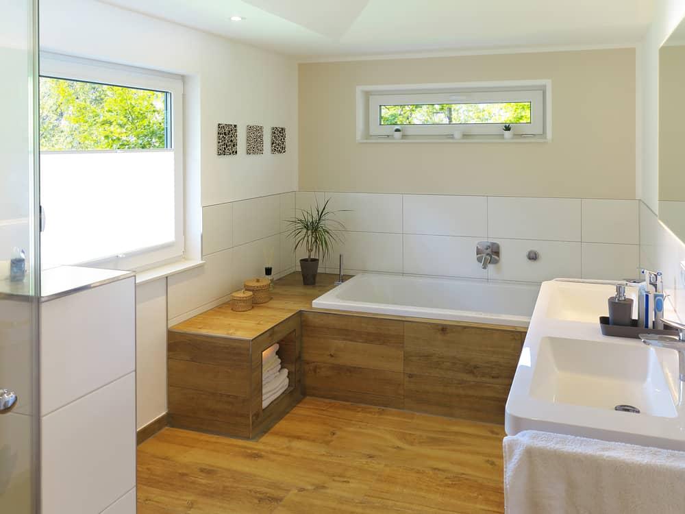carrelage-imitation-parquet-salle-de-bain-chaleureux