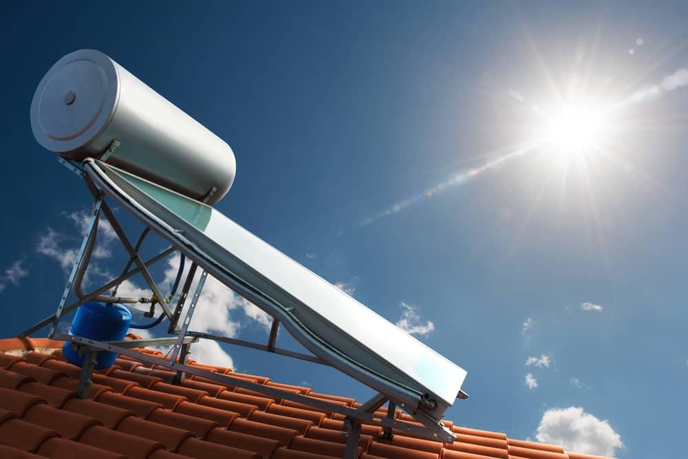 Chauffe-eau solaire : entre atout pour l'environnement et économies