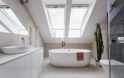 Comment aménager de manière optimale une salle de bains sous pente ?