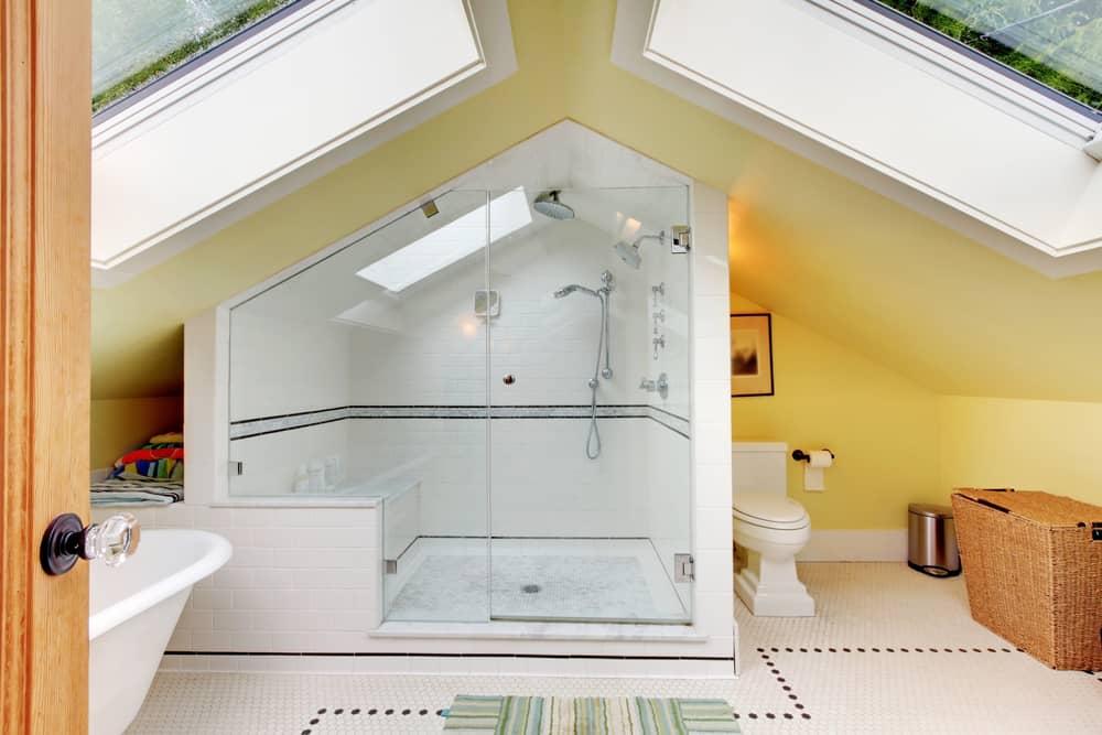 salle-de-bain-sous-pente-couleur