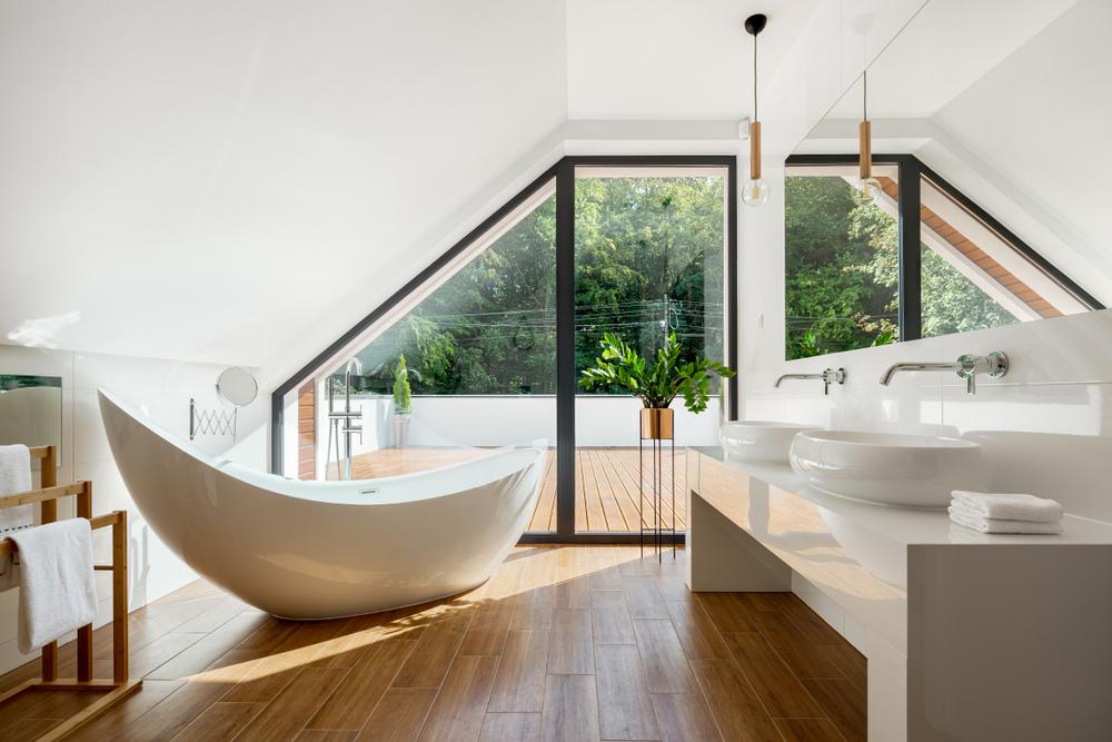 salle-de-bain-mansardee-baignoire