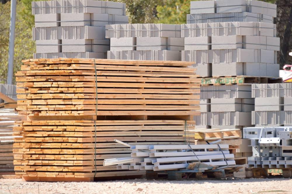 Pénurie de matériaux de construction : Les chantiers bientôt bloqués ?
